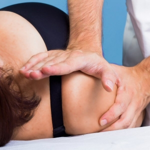 Osteopath treatment for frozen shoulder